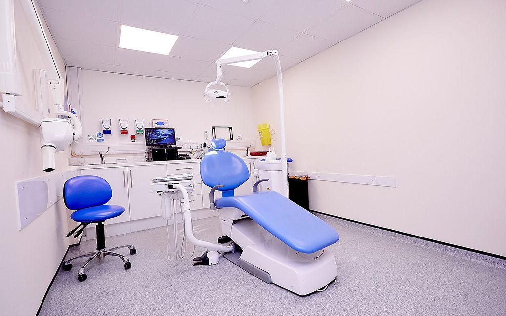 Frinton-Clinic-Room-Desktop-min.jpg